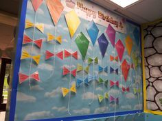3 kites green red blue group on each side with 24 Names of children typed onto the bows of the kites. Birthday Display Board, Birthday Display In Classroom, Birthday Wall, School Birthday, Classroom Displays, Preschool Classroom, In Kindergarten, Classroom Decor, Birthday Board