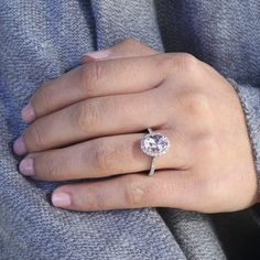Morganite With Diamond Halo Engagement Ring - Yellow Gold / 7 1/2