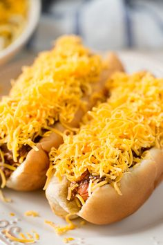 Copycat Skyline Cincinnati Chili - The Chunky Chef Chilli Cheese Fries, Chili Cheese Dogs, Chili Dogs, Hot Dog Recipes, Chili Recipes, Copycat Recipes, Soup Recipes, Coney Dog Sauce, Hot Dogs