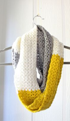 Crochet scarf: simple free V stitch pattern