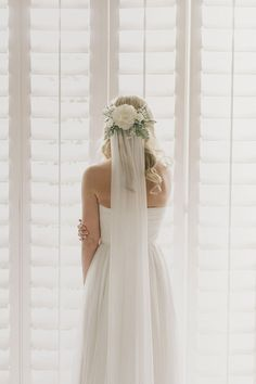 Parker Palm Springs white wedding | Photo by James Moes | Read more - http://www.100layercake.com/blog/?p=81691