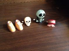 7-Vintage-Plastic-Wind-Up-Toy-Flinstone-Teeth-Mixer-Santa-Skeleton-More
