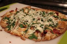 Macro friendly flat out pizza- alfredo spinach