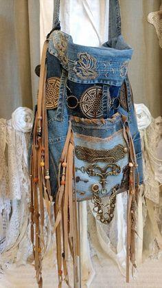 Elegant Handmade bag in denim and Hippie Boho Jean Purse Coronary heart Formed material Charismatic Massive handmade bag in de. Diy Jeans, Boho Jeans, Artisanats Denim, Denim Shorts, Boho Hippie, Hippie Man, Hippie Purse, Denim Handbags, Denim Tote Bags