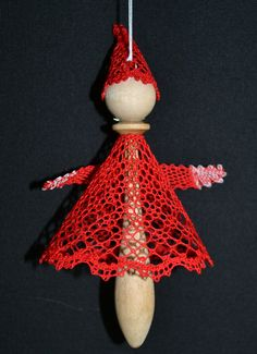 Engle og nisser på kniplepind | Birkely Kniplinger Christmas Decorations, Christmas Ornaments, Holiday Decor, Celtic Designs, Lace Making, Lace Patterns, Bobbin Lace, Tatting, Projects To Try