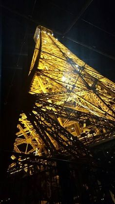 Prospettive e punti di vista a PARIGI! Foto ricordo by fan © Ylenia Ferro Tour Eiffel, Tower, Fan, Building, Travel, Iron, Rook, Viajes, Computer Case
