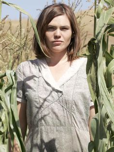 American actress Clea DuVall is best known for her portrayal in the HBO drama mystery, Carnivale Where is she now in Pretty People, Beautiful People, Clea Duvall, Natasha Lyonne, Penny Dreadful, Queen Of Hearts, Movies Showing, American Actress, Tv Series