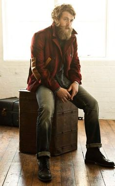 I'm not too into the lumberjack thing, but dear god does this man have a glorious beard.