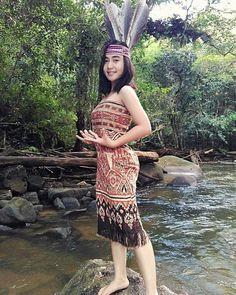 cewek dayak New Instagram, Instagram Fashion, Native Girls, Model Magazine, Ethnic Outfits, Beauty Photos, Borneo, Beautiful Asian Girls, Feminine Style