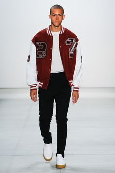 See all the Collection photos from Band Of Outsiders Spring/Summer 2017 Ready-To-Wear now on British Vogue Men Street, Street Wear, Senior Jackets, Varsity Jacket Outfit, New Mode, Band Of Outsiders, Types Of Jackets, Mode Streetwear, Mode Inspiration