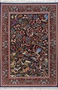 Dywan tkany ręcznie z wełny i jedwabiu naturalnego. Powstał w jednej z najznakomitszych manufaktur Isfahanu leżącego aktualnie w Iranie (dawniej Persja). To absolutne arcydzieło sztuki kobierniczej i jedyny taki egzemplarz na świecie. Kompozycja oraz dbałość o najmniejszy detal wprawia w zachwyt. Dywan  luksusowy utkany tradycyjnie na krośnie z wełny i jedwabiu najwyższego sortu. Niesamowitą kolorystykę osiągnięto poprzez użycie tylko najlepszych naturalnych barwników. Jako dywan do salonu…