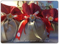 Sacchetto bomboniera cresima 100% cotone handmade con fiore in ceramica - Visita la mia pagina FB: https://www.facebook.com/FarinaDelMioSaccoBarbara?fref=ts  Sito: barmirk.wix.com/farinadelmiosacco-b   #handmade #bomboniera #sacchetto #creativo #bomboniere #cresima