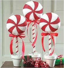 121 cheap diy outdoor christmas decorations -page 16 > Homemytri.Com 121 cheap diy outdoor christmas decorations -page 16 > Homemytri. Candy Land Christmas, Candy Christmas Decorations, Grinch Christmas, Primitive Christmas, Winter Christmas, Christmas Time, Christmas Ornaments, Christmas Topiary, Outdoor Decorations