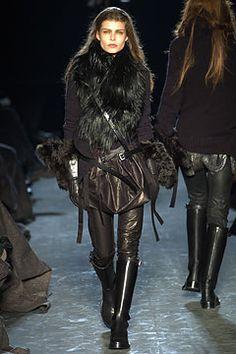 Wow ! #ann #demeuleester #best #collection #women #collar #feather #black