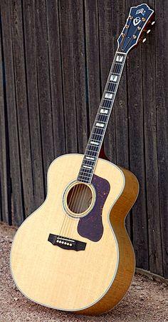 Guild Guitars, Acoustic Guitars, Cool Guitar, Banjos, Musica, Screens, Banjo, Acoustic Guitar
