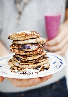 5 Ingredient Flourless Coconut Blueberry Pancakes #food #paleo #pancakes