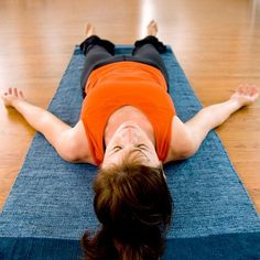 6 Great Yoga Poses to Help With Asthma - Yoga has many benefits, though you might not realize natural asthma relief can be one of them. Research says, yes, and these are the poses that can help. Asthma Relief, Asthma Symptoms, Marathon, Relaxation Scripts, Natural Asthma Remedies, Bronchitis Remedies, Corpse Pose, Restless Leg Syndrome, Yoga Poses