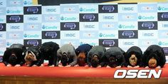 Super Junior - New Year bow on the red carpet.. ha