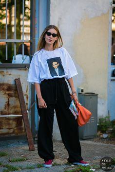 Milan Men's SS 2018 Street Style: Chiara Capitani - Pantalona, look total over size Dope Fashion, Fashion 2018, Girl Fashion, Fashion Outfits, Style Fashion, Fashion Design, London Fashion Weeks, Street Style 2017, Street Style Women