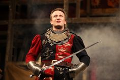Henry V directed by Dominic Dromgoole      Jamie PArker as Henry V  (C) Stephen Vaughan