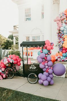Bright, balloon-filled drive-by 3rd birthday party - 100 Layer Cake Wedding Centerpieces, Wedding Table, Wedding Decorations, Balloon Garland, Balloons, 3rd Birthday Parties, Birthday Ideas, Diy Party, Party Ideas
