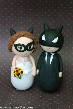 Batman and catwoman superhero wedding cake topper, geek groom and bride, Geek wedding, My polymer clay cake toppers are personalized to resemble the bride, groom from your favorite comic book.