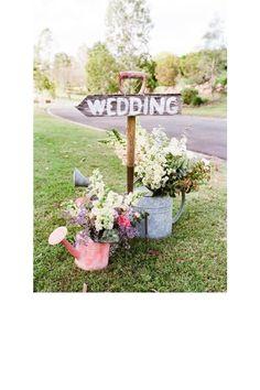 Utiliser des arrosoirs comme vases jardin mariage pinterest déco