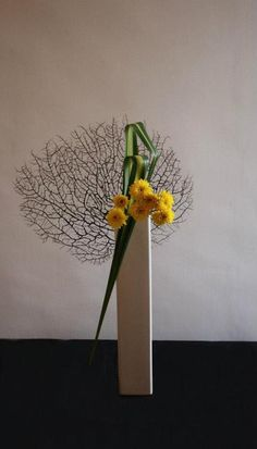 Ikebana Sogetsu : The container is also a key element of the composition, and various styles of pottery may be used in their construction.
