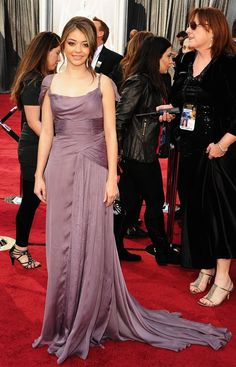 Sarah Hyland on the red carpet of the 2012 Academy Awards.