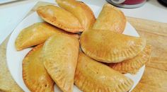 Homemade Meat Pie Beef Recipes For Dinner, Great Recipes, Snack Recipes, Snacks Ideas, Pie Recipes, Calories In Peppers, Baked Empanadas, Pretzel Desserts, Nigerian Food