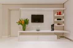 sala tv / tv room - this only works because it's not a real home and unnervingly tidy (if only I could be that tidy! Tv Unit Decor, Tv Wall Decor, Tv Cabinet Design, Tv Unit Design, Living Room Tv Unit, Living Room Decor, Tv Unit Furniture, Modern Tv Wall Units, Muebles Living