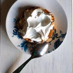 Torta de limão! 🍋💛💚 #superfacile receita no blog! #Feitoemcasa #Homemade  #EuQueFiz #SuperFacile #ComidaPratica #ReceitasFaceis #CozinhaparaIniciantes #CozinhaparaIniciantes #forkyeah #dailycortado #yahoofood #huffposttaste #buzzfeast #instafeast #bareaders #foodandwine #onthetable #vscofood #vscocook #foodstyling #beautifulcuisines #heresmyfood #theartofslowliving #rslove #realsimple #foodporn #cntravelereats #drinkwine