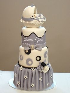 Baby Shower cake.  Love the coloring.  You could add the 'pink or blue' onto the quilt of the bassinet.