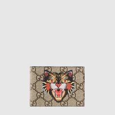 d66fb477d2a4 Gucci Angry Cat print GG Supreme wallet Gucci Outfits, Gucci Men, Gucci  Gucci,