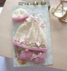 vêtements de poupée maison de poupée bébé tricoté dimanche meilleur robe…