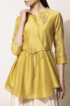 Pakistani Fashion Casual, Pakistani Dress Design, Indian Fashion, Kurti Designs Party Wear, Kurta Designs, Blouse Designs, Indian Designer Outfits, Indian Outfits, Stylish Dresses For Girls