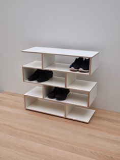 Presenting our new concept Shoe Shelf. Modular System, available in 4 different options. Produced in Birch Multiplex with White laminate. Size of each shelf: Length: Width: Height: Option 1 shelves, pics Length: Width: Height: Option 2 shelves, pics Shoe Rack Oak, White Shoe Rack, Wooden Shoe Racks, Diy Shoe Rack, Shoe Storage Modern, Shoes Stand, White Laminate, Rack Design, Bathroom Ladder