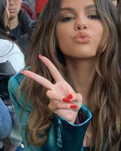 Selena Gomez Nails, Selena Gomez Makeup, Selena Gomez Bikini, Estilo Selena Gomez, Selena Gomez Photoshoot, Selena Gomez Cute, Selena Gomez Pictures, Selena Gomez Style, Selena Gomez Hair Color