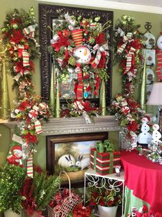 wow,what a merry Christmas room. I love it, so cheery and inviting. Gold Christmas Ornaments, Christmas Room, Christmas Centerpieces, Little Christmas, Christmas Design, Christmas Holidays, Christmas Decorations, Holiday Decor, Merry Christmas