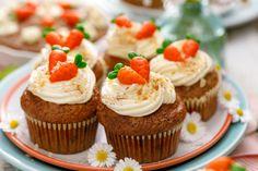 February 3 is National Carrot Cake Day Homemade Gummies, Homemade Desserts, Dessert Recipes, Keto Recipes, Creative Cake Decorating, Creative Cakes, Cheesecake Pops, Spring Desserts, Easter Desserts