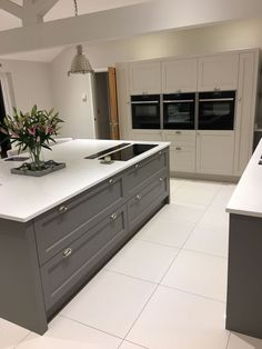 Moles breath Farrow & Ball Open Plan Kitchen Living Room, Big Kitchen, Kitchen Items, Home Decor Kitchen, Home Kitchens, Kitchen Dining, Shaker Kitchen, Design Kitchen, Interior Room Decoration