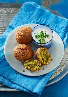 Falafel mit Tahini-Sauce, vegetarische Kichererbsenbällchen
