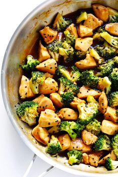 This delicious Chicken and Broccoli recipe is super quick and easy to make, it's full of great flavor, and it's perfect to meal prep for lunch and dinner throughout the week. | Gimme Some Oven #broccolichicken #chickenandbroccoli #stirfry #mealprep #healthyrecipes