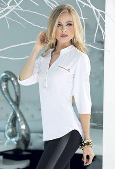 ¡Con TyT puedes ser la mujer que siempre has querido ser, emprendedora, versátil y exitosa! jeanstyt.com Fashion Over 50, Look Fashion, Fashion Outfits, Womens Fashion, Elegant Office Wear, Look Legging, Modelos Fashion, Dress Neck Designs, Black White Fashion