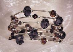 Bracciale a cerchio in memory wire con cristalli di JanasBijoux