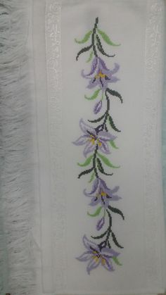 This Pin was discovered by Emi Cross Stitch Bird, Cross Stitch Borders, Cross Stitch Flowers, Cross Stitching, Cross Stitch Embroidery, Hand Embroidery, Cross Stitch Patterns, Embroidery Works, Machine Embroidery Patterns