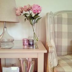X-lasi lamppupöytä 60x60x60 cm. juvi.fi #lamppupöytä #shabbychic #juviproduction #juvi #countrystyle #maalaisromanttinen