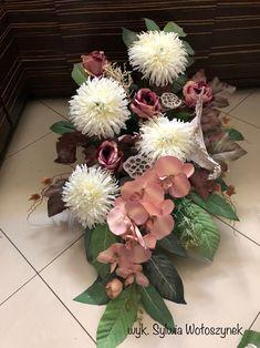 Kompozycja nagrobna 2018 wyk. Sylwia Wołoszynek Floor Vase Decor, Vases Decor, Grave Decorations, Ceremony Decorations, Grave Flowers, Silk Flowers, Floral Bouquets, Floral Wreath, Flowers Perennials