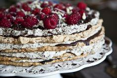 Lísko-ořechové bezé s mascarpone Kitchenette, Pavlova, Cheesecake, Food And Drink, Low Carb, Sweets, Baking, Ethnic Recipes, Cakes