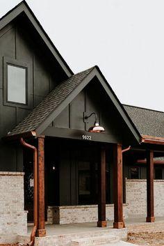 Black House Exterior, House Paint Exterior, Exterior House Colors, Exterior Design, Diy Exterior Painting, House Ideas Exterior, Home Exteriors, Exterior Siding Options, Siding Colors For Houses